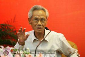 第八届、第九届自治区政协副主席 卢湖山